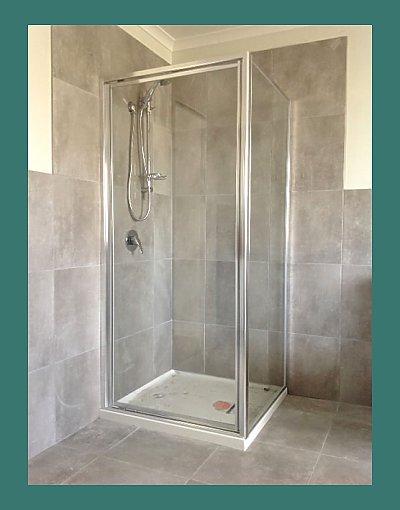 Fully framed shower screen - silver
