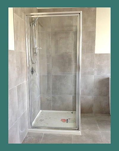Fully framed shower screen
